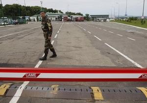 Азаров поручил правительству разобраться в ситуации с проблемой ввоза украинских товаров в Россию