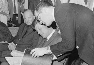 В США умер соратник Кеннеди, написавший письмо Хрущеву во время Карибского кризиса