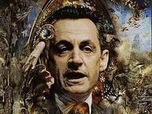 80-летний отец Саркози открыл выставку своих эротических работ
