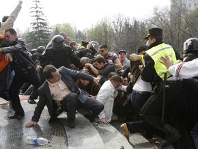СМИ: Во время акций протеста в Кишиневе погибла девушка