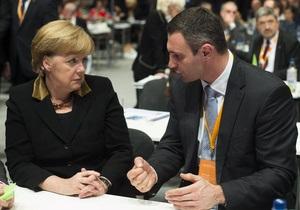 Кличко попросил Меркель разграничивать отношение к Украине и к Януковичу
