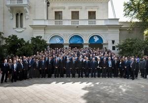 Фотогалерея: Everybody needs U. Саммит YES-2010 прочит Украине светлое будущее