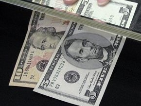 Курс доллара немного повысился