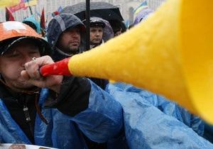 На Майдане Незалежности произошла потасовка между активистами оппозиционных партий и милицией