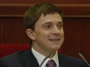 В Киевсовете создана фракция Катеринчука из двух депутатов. Кличко подарил им метлы