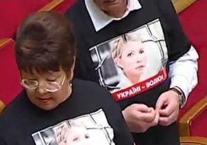 Открытие Рады: депутаты Батьківщини пришли в черных свитерах с надписью Свободу политзаключенным