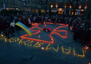 Во Львове около тысячи человек молились в память жертв голодоморов