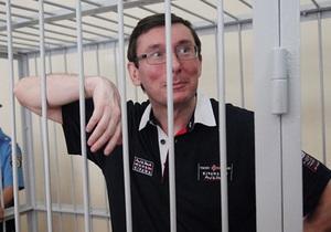 В Печерском суде возобновились слушания по делу Луценко