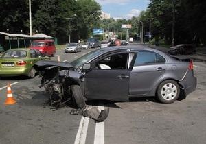 В Киеве произошло ДТП с участием трех автомобилей, есть пострадавшие