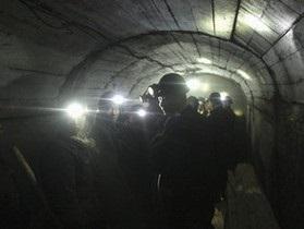 В затопленной шахте в КНР заблокированы более тридцати шахтеров