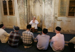 НГ:  Невинность мусульман  дошла до Крыма