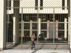 Полиция Литвы оттесняет демонстрантов от здания сейма с помощью слезоточивого газа