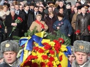Тимошенко с ветеранами и Литвином возложила цветы к могиле Неизвестного солдата