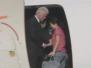 Билл Клинтон и помилованные журналистки покинули КНДР