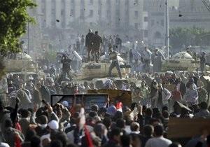 ТВ: Египетская армия начала стрелять в воздух, чтобы остановить беспорядки