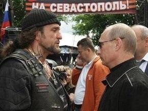 Российские байкеры приехали в Севастополь с подарком Путина