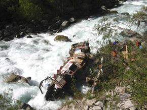 В Перу автобус упал в пропасть: восемь человек погибли, 56 ранены