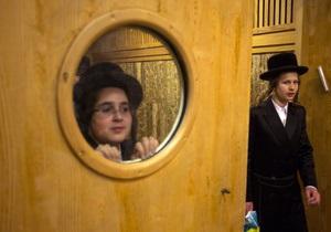 В США из самолета высадили учеников еврейской школы за отказ отключить мобильные телефоны
