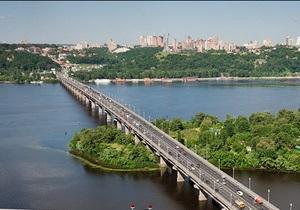 На мосту Патона ограничили движение в сторону правого берега