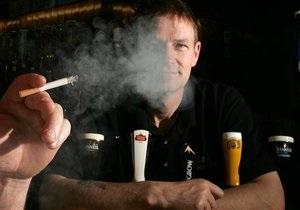 Пассивное курение может привести к проблемам со слухом