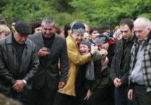 На центральном рынке Владикавказа люди оплакивают жертв теракта