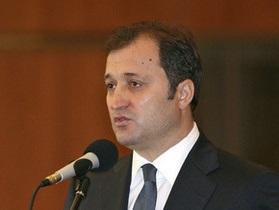 Премьер Молдовы приказал очистить границу с Румынией от колючей проволоки