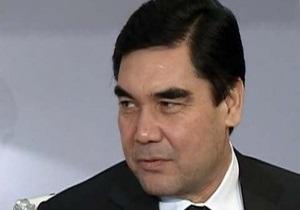Президент Туркменистана упал с лошади во время скачек