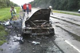 Возгорание авто - ДТП - В Черниговской области на трассе взорвался автомобиль белорусских туристов
