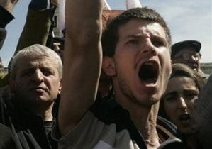 В МВД Грузии заявили, что пьяные митингующие ранили трех офицеров