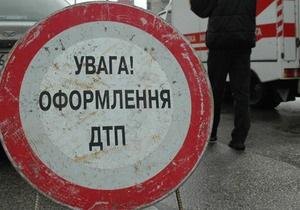 В Киеве в результате столкновения автобуса с грузовиком травмированы девять человек
