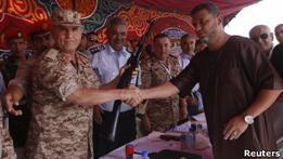 Ливийцы по просьбе военных массово сдают личное оружие