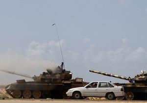 Жители Мисраты сообщили, что лояльные Каддафи военные захватили порт