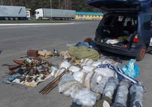 Россиянин пытался вывезти из Украины балалайки и мандолину