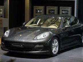 Шанхайский автосалон: Porsche впервые представила новый седан в Китае