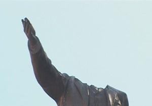 новости Житомирской области - Бердичев - памятник Ленину - В Бердичеве неизвестные снесли голову памятнику Ленину