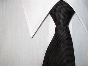 Румын перед свадьбой продает рекламную площадь на своем галстуке
