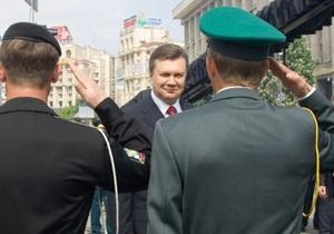 Янукович поручил Кабмину обеспечить допуск иностранных военных в Украину