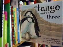 Книгу о пингвинах-геях изымают из детских библиотек США