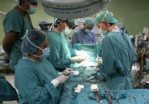 Украинские медики впервые провели операцию по спасению ребенка в утробе матери