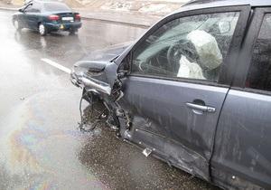 На Набережном шоссе в Киеве столкнулись пять автомобилей