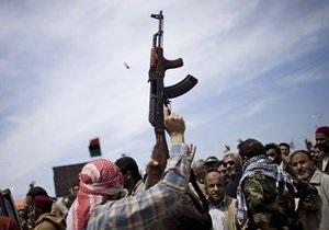 Ливийские повстанцы напали на здание правительства и убили охранников