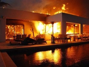 Шварценеггер объявил чрезвычайное положение в Санта-Барбаре