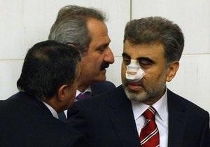 На похоронах солдата учитель физкультуры сломал нос турецкому министру