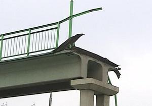 Водитель самосвала в Чувашии, забыв опустить кузов, снес новый мост