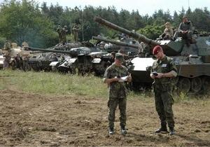 Чешского военного выгонят из армии за нацистскую татуировку