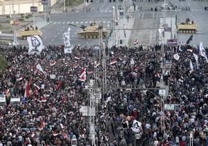 Противники президента Египта прорвали оцепление армии у его резиденции