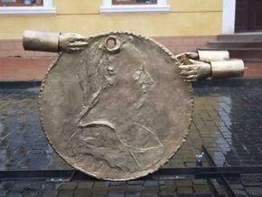 В Черновцах открыли памятник неизвестному коррупционеру