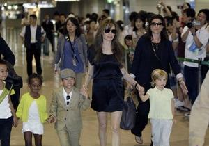 СМИ: В Москве Анджелина Джоли на полтора часа потеряла сына