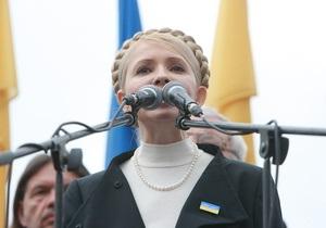 Тимошенко призывает участников акции протеста идти к Януковичу