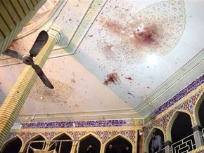 Иранские власти возложили ответственность за взрыв в мечети на США